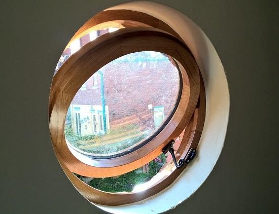پنجره دوجداره محوری دایره ای افقی